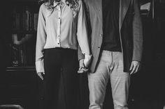 Photography by 2Afora / Mario & Karen / www.doisafora.com  #prewedding #wedding #couple #lovers #details #londrina #precasamento #casais #ensaio #modelos #eyes #smile #sorriso #biblioteca #library #office #ensaio #escritorio