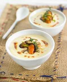 Cream of leek with mussels - like the idea Gourmet Appetizers, Finger Food Appetizers, Finger Foods, Gourmet Recipes, Soup Recipes, Bisque Recipe, Chowder Soup, Summer Dishes, Hot Soup