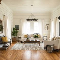 35 Awesome Rustic Farmhouse Living Room Decor Ideas - Modern Home Design Living Room Remodel, Home Living Room, Living Room Designs, Living Room Neutral, Fixer Upper Living Room, Kitchen Living, Living Room With Rug, Apartment Living, How To Decorate Living Room