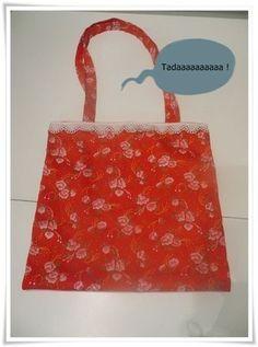 sac simple à coudre (il paraîtrait qu'une certaine La Corte en ait fait des sac pour transporter les cahiers de liaison et autres des enfants en maternelle... ;-)