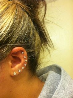 I want to get as many piercings on my right ear as I can. I already have two lob and two cartilage piercings so i'm almost done. Ear Peircings, Cute Ear Piercings, Multiple Ear Piercings, Septum Piercings, Piercing Tattoo, Crazy Piercings, Unique Piercings, Lip Piercing, Tragus