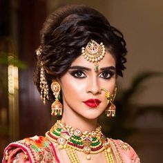 Best Wedding Hairstyles for bridal for your big day. Discover cool indian Bridal wedding hairstyles for long hair, medium hair and short hair to find perfect you. Bridal Hair Images, Bridal Hairstyle Indian Wedding, Wedding Hairstyle Images, Bridal Hair Buns, Indian Wedding Hairstyles, Indian Bridal Makeup, Bride Hairstyles, Hair Wedding, Wedding Table