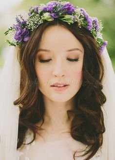 LOVE! LOVE! LOVE! I think this is the IT style! I LOVE how the veil sits behind but around the wreath. So pretty!!
