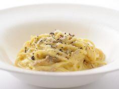食通のためのキュレーションマガジンdressing「dressing編集部」の記事「【保存版】これは使える!9つの王道パスタレシピを、人気イタリアンのシェフが伝授」です。