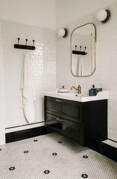 my scandinavian home: Peek Inside A Family Home In The Danish Fishing Village off Dragør Bathroom Interior, Round Mirror Bathroom, Chic Bathrooms, My Scandinavian Home, Art Deco Bathroom, Shabby Chic Bathroom, Home And Family, Bathroom Design, Bathroom