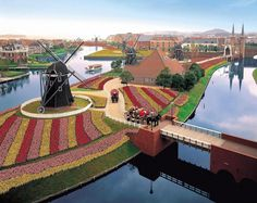 Huis Ten Bosch theme park in Sasebo City Nagasaki Japan will soon be opening a hotel that will employ a robot staff! Nagasaki, Sasebo Japan, Cool Places To Visit, Places To Go, Japan Travel Guide, Go To Japan, Kyushu, Le Moulin, Great View