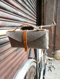 bicycle saddle bag in honey and felt. $140.00, via Etsy.    http://www.etsy.com/shop/fluxproductions?ref=seller_info