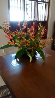Flower arrangement with Christmas colors