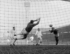 Man Utd 2 Arsenal 1 in March 1966 at Old Trafford. Nobby Stiles heads home the winner #Div1