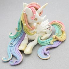 Would like to try this made of fondant - unicorn Polymer Clay Figures, Cute Polymer Clay, Polymer Clay Animals, Cute Clay, Fimo Clay, Polymer Clay Projects, Polymer Clay Charms, Polymer Clay Creations, Clay Crafts