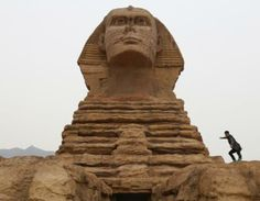 A full-scale replica of the Sphinx, part of an unfinished theme park that will also accommodate the production of movies, television shows and animation, on the outskirts of Shijiazhuang, Hebei province, China, May 10, 2014. (© Stringer/Reuters)