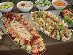 snel klaar buffet - Google zoeken Lunch Buffet, Party Buffet, Vegetarian Appetizers, Appetizer Recipes, Confort Food, Party Food Platters, Party Catering, Food For A Crowd, Brunch