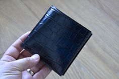 Check out this item in my Etsy shop https://www.etsy.com/nl/listing/279879902/leather-wallet-black-alligatorlook-mens