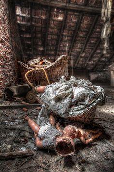 Les poupées mortes by Hitman.47 via Flickr