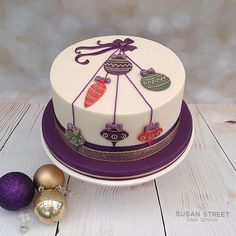 Susan Street Cake Design added a new photo. Christmas Themed Cake, Christmas Cake Designs, Christmas Cake Decorations, Christmas Cupcakes, Holiday Cakes, Christmas Desserts, Christmas Treats, Xmas Cakes, Christmas Wedding