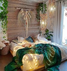 Bohemian Bedroom 487585097158710412 - Bohemian Style Ideas For Bedroom Decor Source by funnylanglard Bohemian Bedrooms, Romantic Bedroom Decor, Boho Room, Home Decor Bedroom, Bohemian Decor, Bohemian Style, Modern Bedroom, Bedroom Décor, Bohemian House