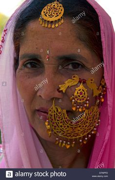 Jewelry Design Earrings, Nose Jewelry, Nose Ring Designs, Gold Jewelry Simple, Antique Jewelry, Antique Gold, India Jewelry, Oriental, Wedding Jewelry