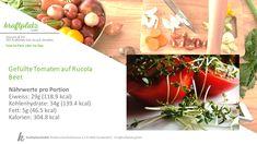 Wer gerne eine Vorspeise zu seinem Hauptgang hat, der sollte unbedingt die gefüllten Tomaten auf dem Rucola Beet ausprobieren! Food, Food Portions, Recipies, Essen, Meals, Yemek, Eten