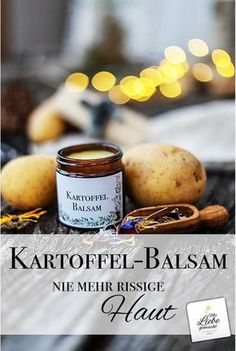 Der pflegende Kartoffelbalsam verwandelt beanspruchte… Dry and chapped skin? The nourishing potato balm transforms stressed areas into skin that is soft to the touch. Potato balm homemade as a simple home remedy. E Cosmetics, Natural Cosmetics, Organic Skin Care, Natural Skin Care, Natural Beauty, Diy Hair Care, Cracked Skin, Tips Belleza, Belleza Natural