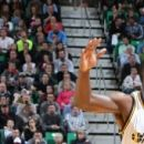 Curry scores 31 Warriors beat Jazz 103-96 in OT for No. 68 (Yahoo Sports)