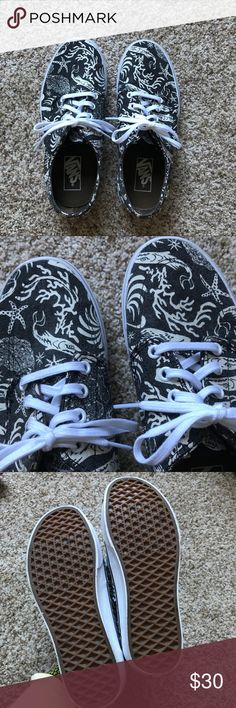 Vans Beachy Sneakers Black and white vans, never worn, in perfect condition Vans Shoes Sneakers