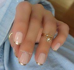 uñas rosadas con dorado
