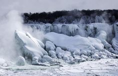 Niagara Falls comes to a halt AGAIN: Millions of gallons of cascading water is frozen in bitter temperatures By DAILY MAIL REPORTER PUBLISHED: 00:44 EST, 4 March 2014 Brrr: The temperatures at the Falls were at a high of 9 degrees F on Monday, with a low of -1