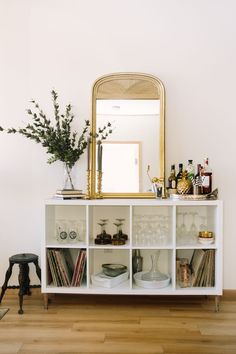 Vintage Decor Living Room BRB - This Dreamy Apartment Has Us Packing Our Bags for Minneapolis - The Everygirl - As the Manager of Strategic Channel Support at a Minneapolis start-up, you'd think Colie Christensen would be busy enough – but Vintage Home Decor, Diy Home Decor, Vintage Apartment Decor, Vintage Bar, Decor Crafts, Art Decor, Vintage Style, Living Room Decor, Living Spaces