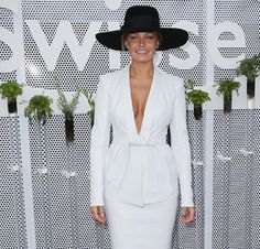 Lara Bingle - white leather Dion Lee suit - Derby Day, Love the outfit Melbourne Cup Fashion, Melbourne Girl, Derby Day Fashion, Races Fashion, Race Day Outfits, Cool Outfits, Amazing Outfits, Lara Bingle, Race Wear