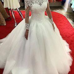 Casaria com este vestido noivinhas? . . . . . #details #detalhes #dream #dress #dresses #vestido #vestidodenoiva #weddingday #weddingphotography #wedding #weddings #weddingdress #beautiful #bride #brides #bridal #casamento #noiva #noivas #l4l #like4like #inspiração #instagram #instagood #groom #flowers #blog #sonhocasamento #cropped