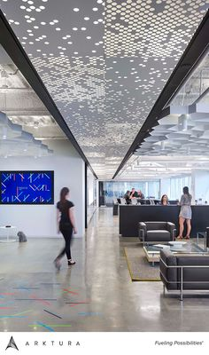 Vapor® ceiling system achieves modern expression through abstract pattern. Corporate Interior Design, Office Interior Design, Office Interiors, Mall Design, Lobby Design, Architecture Office, Light Architecture, Ceiling Detail, Ceiling Design
