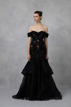 fb5a800329ded 2019 Mezuniyet Elbiseleri: Balo Elbiseleri Önerileri. Siyah Dantel İşlemeli  Abiye Elbise.