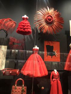 The late fashion designer's story, influences and legacy feature in the new show, which has been split into 11 sections including a part looking at Dior's links to Britain. Latest Fashion Design, Fashion Designers, Fashion Installation, Fashion Beauty, Luxury Fashion, V & A Museum, Museum Displays, Christian Dior Couture, The V&a