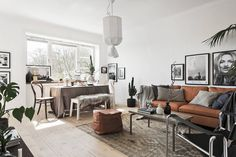 One of my all time favorite homes! my scandinavian home: A Stockholm pad in monochrome and 'tan' Tan Leather Sofas, Best Leather Sofa, My Living Room, Home And Living, Living Spaces, Nordic Living, Stockholm, Sofa Deals, Couch Set