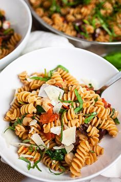 This Vegetarian Mediterranean Pasta Recipe Is Healthy And Ready In 30 Minutes It's Gluten Free And Made With Fresh Veggies. The Perfect Weeknight Dinner Wheat Pasta Recipes, Yummy Pasta Recipes, Vegetarian Recipes Dinner, Healthy Recipes, Dinner Recipes, Delicious Dishes, Rice Recipes, Delicious Recipes, Healthy Foods