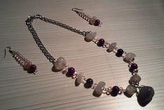 Juego de collar y aretes en níquel, cristales, ágatas, y piedra fósil