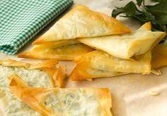 Triángulos de pasta filo rellenas de espinacas y queso #receta #fácil #pastafilo