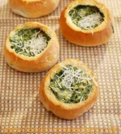 Bread Rolls filled with Spinach and Artichoke – Passion for cooking Braai Recipes, Veggie Recipes, Cooking Recipes, Ma Baker, Kos, South African Recipes, Bread Rolls, Food For Thought, Love Food