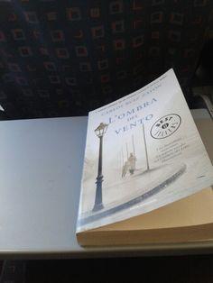 Uno dei libri più belli che io abbia mai letto. 'L'ombra del vento'.