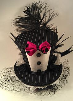 Black and White Pinstriped Tuxedo Mini Top Hat by CandysHats Carnival Themes, Carnival Costumes, Top Hats For Women, Mad Hatter Top Hat, Mad Hatter Costumes, Funky Hats, Victorian Shoes, Steampunk Top Hat, Gnome Hat