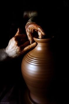 Pottery World, Hand Photography, Nature Gif, Pottery Studio, Daydream, Street Art, Inspiration, Cottages, Mud