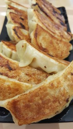 Fried Gyoza that ready to be eat! Crispy outter with juicy meat inside. Its cheap but really worthed to eat guys. Try It!  @Aeon Mall, BSD, Tangerang, Indonesia  #gyoza #mandu #chicken #crispy #food #delicious # japanesefood #juicy