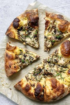 4 Points About Vintage And Standard Elizabethan Cooking Recipes! This Vegan Caramelized Mushroom Pizza Is Topped With A Garlic White Sauce, Caramelized Onions, and Fresh Rosemary For The Most Mouthwatering Pizza. Vegan Foods, Vegan Dishes, Vegan Vegetarian, Vegetarian Recipes, Best Mushroom Recipe, Mushroom Recipes, Vegan Pizza Recipe, Whole Food Recipes, Cooking Recipes
