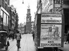 Dierenmishandeling is zelf-vernedering!  Anti trekhondenbond, 1931.  Foto is in eigendom van Spaarnestad Photo/Nationaal Archief/fotograaf onbekend/gahetna.nl www.facebook.com/oudamsterdammer