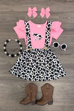 Pink Cow Suspender Skirt Set minus the necklace Cow Birthday Parties, Cowgirl Birthday, 2nd Birthday, Birthday Ideas, Outfits Niños, Kids Outfits, Baby Girl Fashion, Kids Fashion, Pink Cow