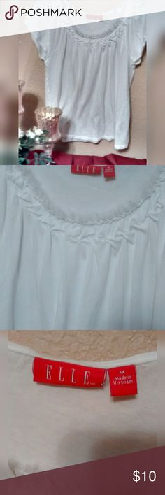 "Elle White Tee White tee with cool stitching and gathering around the neckline. Soft frayed edges. In excellent like new condition. Size MEDIUM. Approx 23"" long from shoulder to hemline. Approx 17"" wide from pit to pit.  * Accepting most offers * Bundle and save! * Fast next day shipping!! Elle Tops Tees - Short Sleeve"
