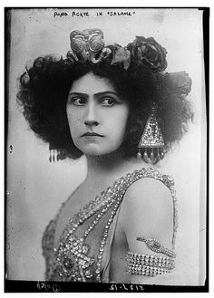 Aino Ackte in Salome opera The Semperoper Dresden Germany Vintage Love, Vintage Beauty, Vintage Circus, Vintage Ladies, Vintage Photographs, Vintage Photos, Victorian Photos, Semperoper Dresden, Vintage Magazine