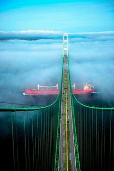 Mackinac Bridge with a Great Lakes Freighter. Every boat that goes under this bridge goes from one Great Lake to another. Left is Lake Michigan and right is Lake Huron. Sault Ste Marie Michigan, Lac Michigan, Traverse City Michigan, Michigan Travel, Northern Michigan, Michigan Usa, Mackinac Island, Grands Lacs, Mackinaw City
