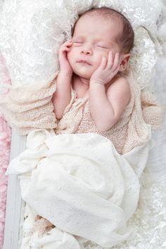 Neugeboren Fotografie - natürliches Licht - kein Blitz - gerne beantworte ich weitere Fragen rund um die Neugeborenen Fotografie