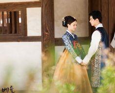 Korean traditional clothes.(한복) #hanbok #dress #korean #snap #wedding #newlyed #전통한복 #한복스냅 #데이트스냅 #웨딩촬영한복 #웨딩한복